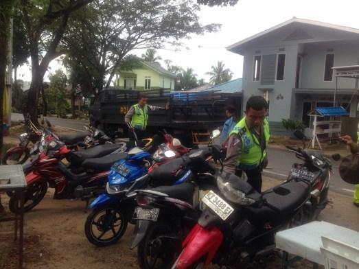 Sejumlah kendaraan milik pelajar yang terjaring razia di depan SMP Negeri 3, Rabu pagi (06/01).