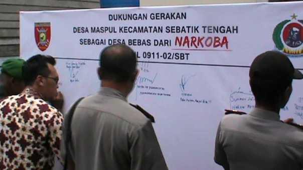 Penandatanganan bersama Gerakan Desa Bebas Narkoba di Pulau Sebatik.