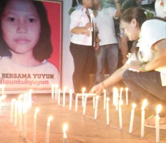 Sejumlah warga Samarinda nyalakan Lilin Bersama Yuyun.