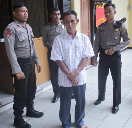 Tersangka RB kala diamankan petugas Polres Tarakan mengakui perbuatannya yang tega melakukan pencabulan terhadap RA sejak Desember 2015 lalu.