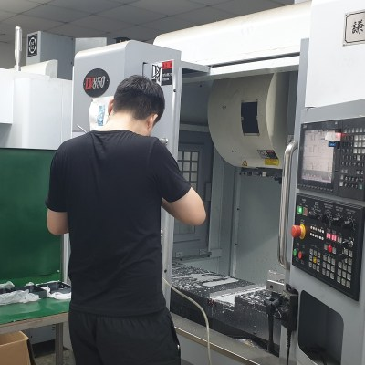 Productie in China. CNC frezen