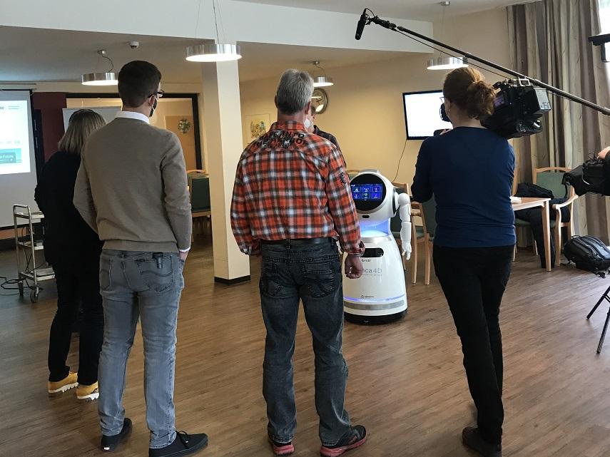 Pflegeroboter-Cruzr-im-Workshop-bei-der-AWO-Braunschweig