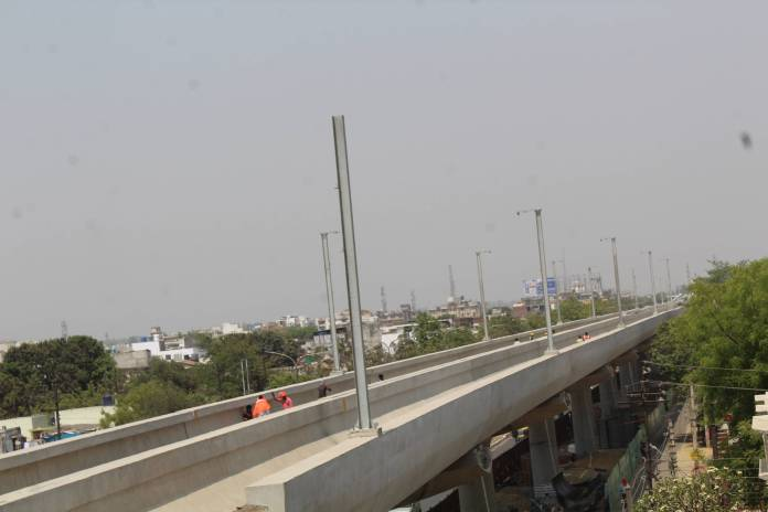 Installation of Mast at Viaduct in Munshipulia