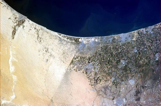 800px-Border_between_Israel_and_Egypt_visible_from_space