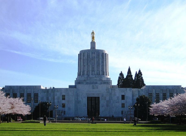 Oregon State Capitol (Credit: M.O Stevens, via Wikimedia Commons.)