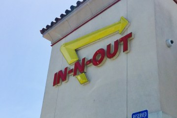 in-n-out logo