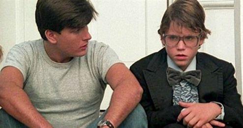 Charlie Sheen é acusado de estuprar um ator mirim de 14 anos