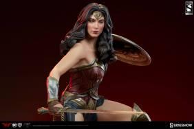 dc-comics-batman-vs-superman-wonder-woman-premium-format-figure-sideshow-3004001-02