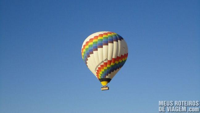 Balão colorido no céu da Capadócia - Turquia