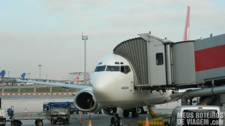 Avião no Aeroporto de Istambul