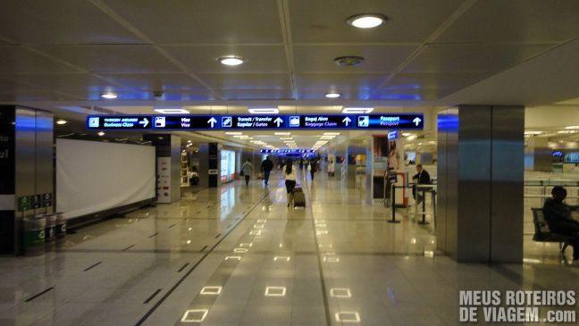 Controle de passaporte do Aeroporto Internacional de Istambul Ataturk