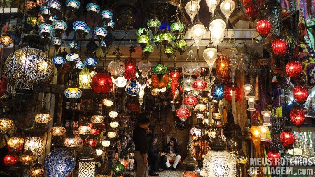 Objetos de decoração no Grande Bazar - Istambul, Turquia