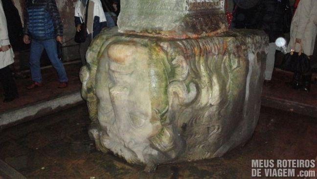 Cabeça da Medusa na Cisternas da Basílica - Istambul, Turquia