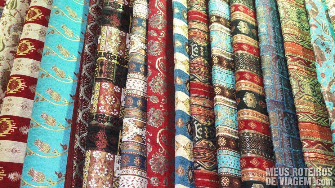 Tecidos no Grande Bazar - Istambul, Turquia