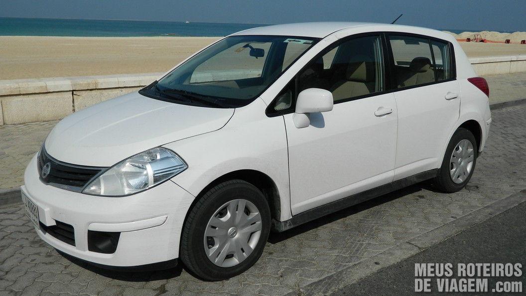 Nissan Tiida da locadora Dolar Rent a Car Dubai