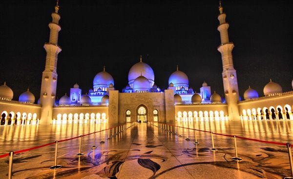 Mesquita à noite (fonte: hongkiat.com)