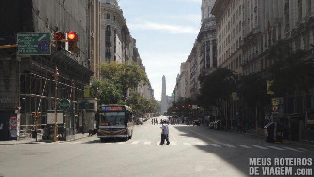 Av. Diagonal Norte e o Obelisco de Buenos Aires