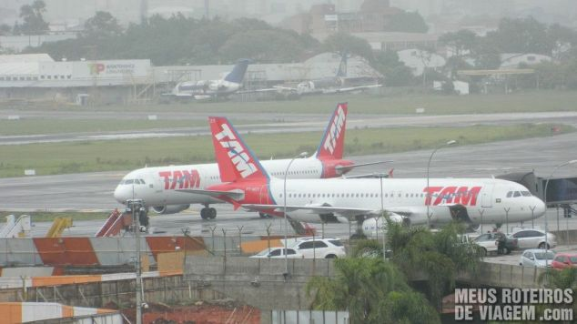 Aviões no pátio do aeroporto Salgado Filho - Porto Alegre
