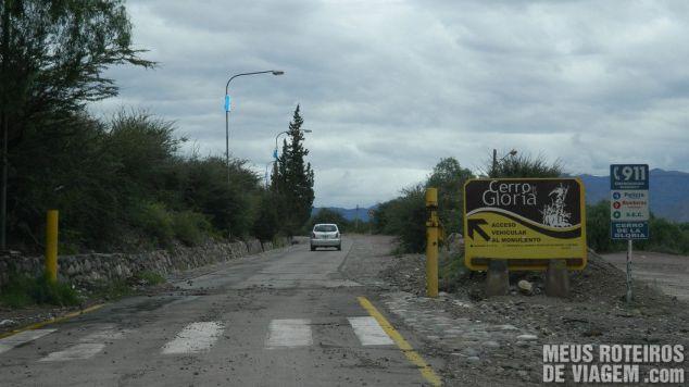 Acesso ao Cerro de La Gloria - Mendoza, Argentina