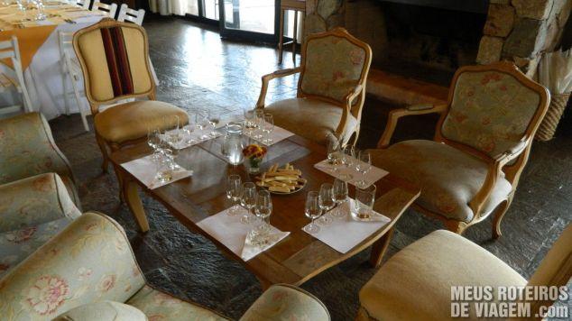 Mesa de degustação na recepção da Andeluna - Mendoza, Argentina