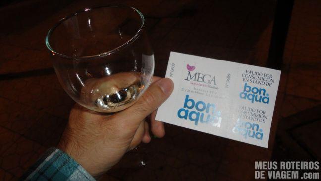 A taça de vidro e os tickets de água