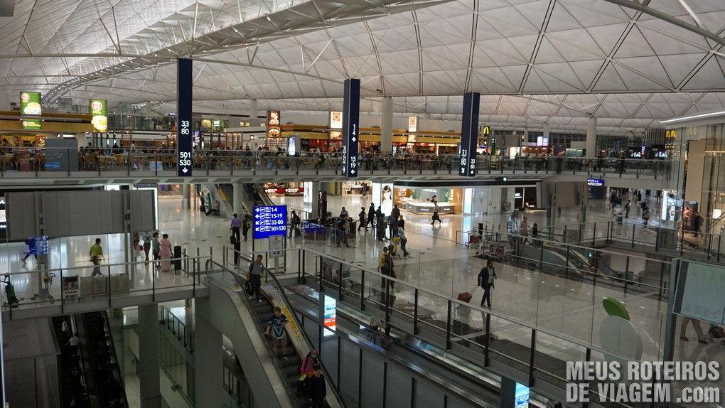 Área de embarque do Aeroporto de Hong Kong