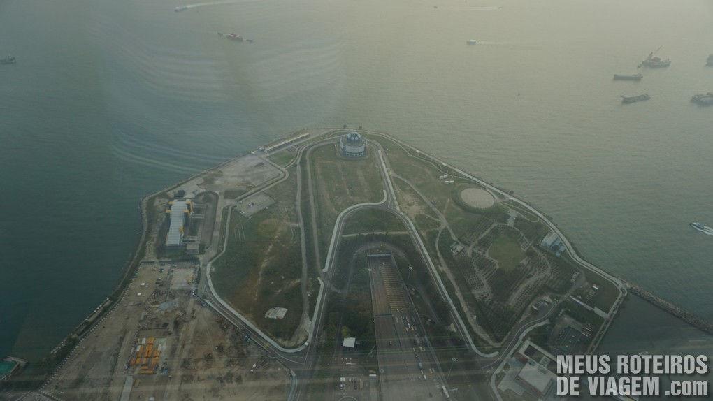 Túnel subaquático entre as ilhas de Kowloon e Hong Kong