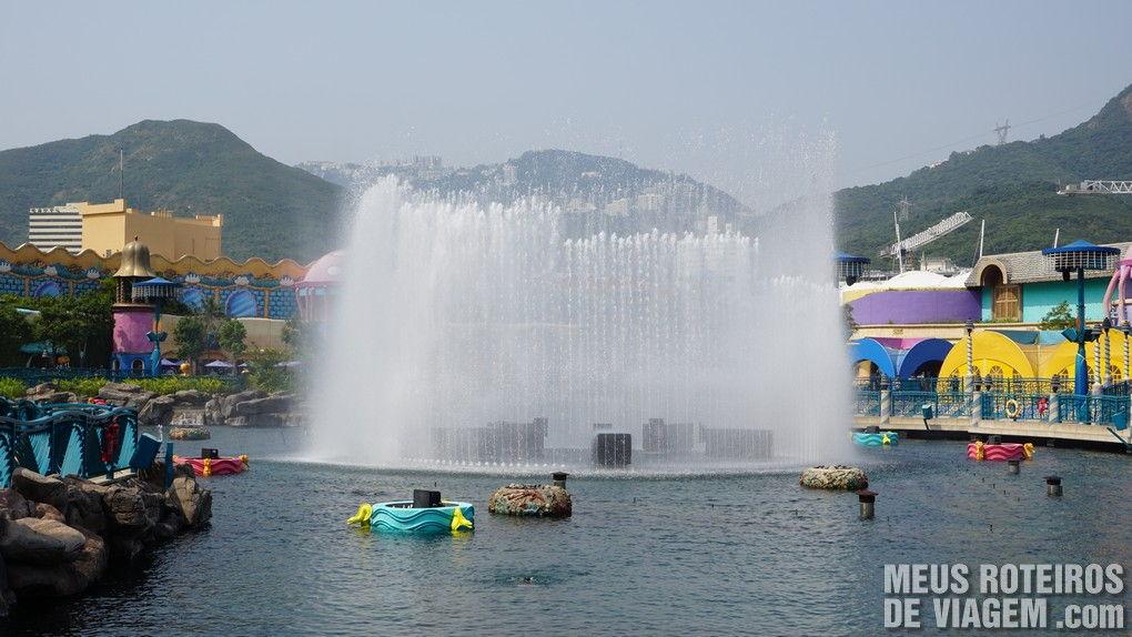 Fonte no lago da entrada do Ocean Park - Hong Kong