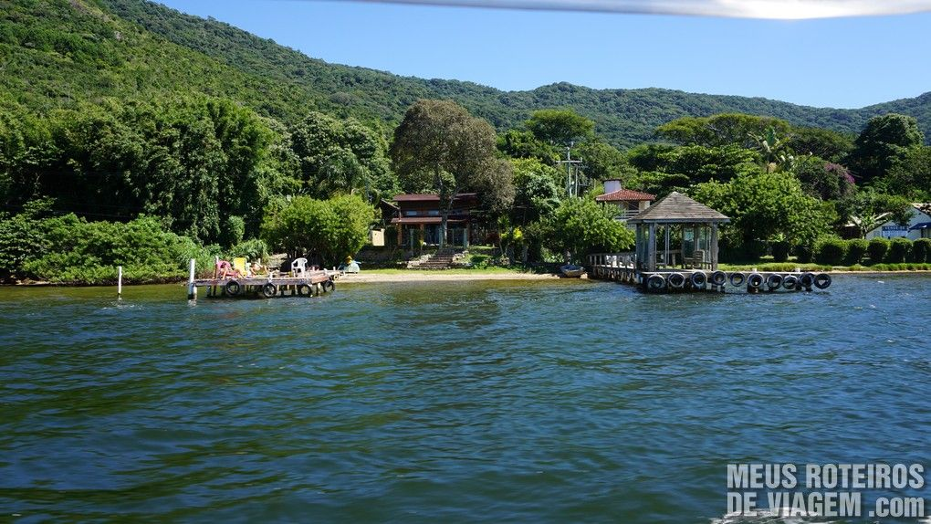 Casas às margens da Lagoa com trapiches privativos