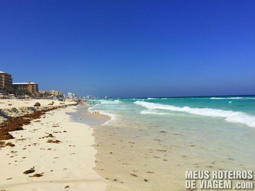 Praia de Cancun em frente ao hotel Secrets The Vine