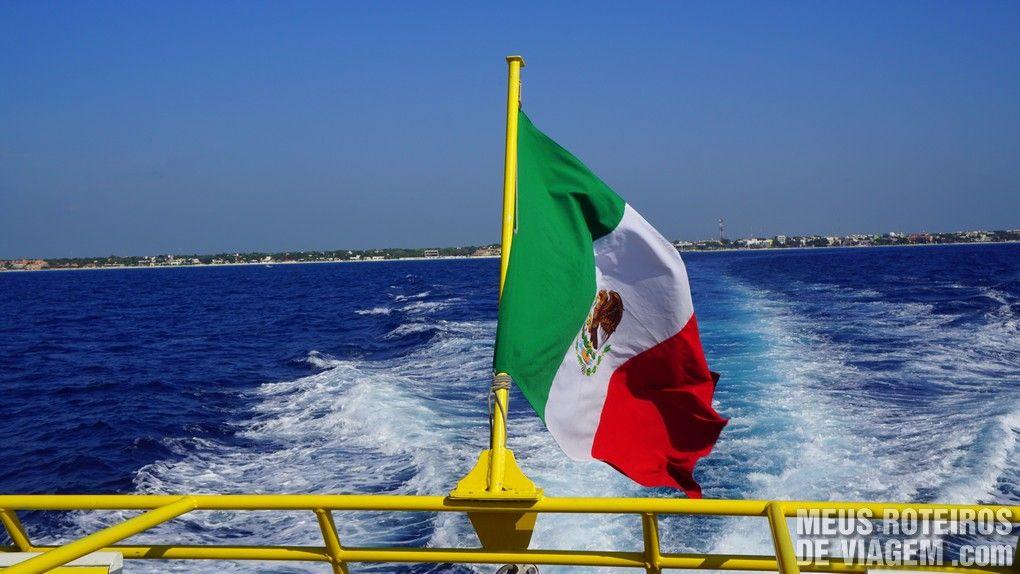 Bandeira do México no ferry para Cozumel