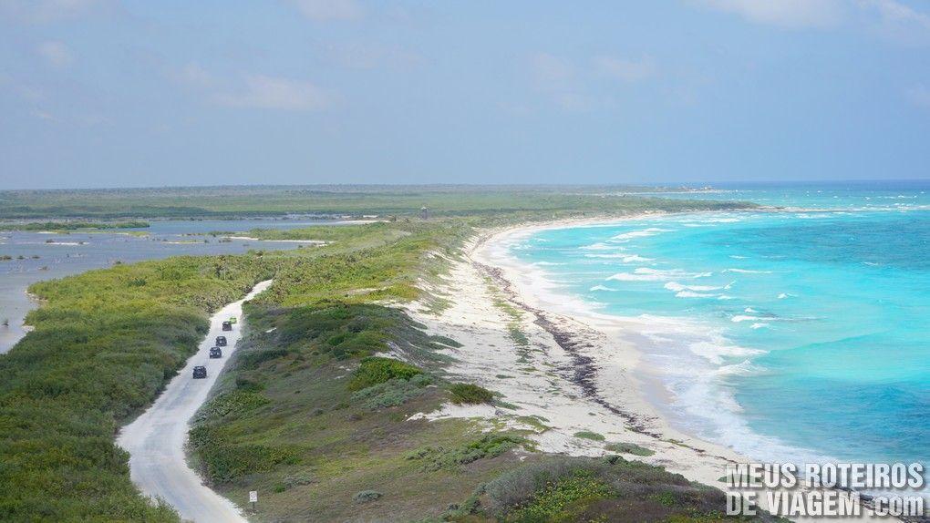 Vista do alto do farol no Parque Punta Sur - Cozumel, México