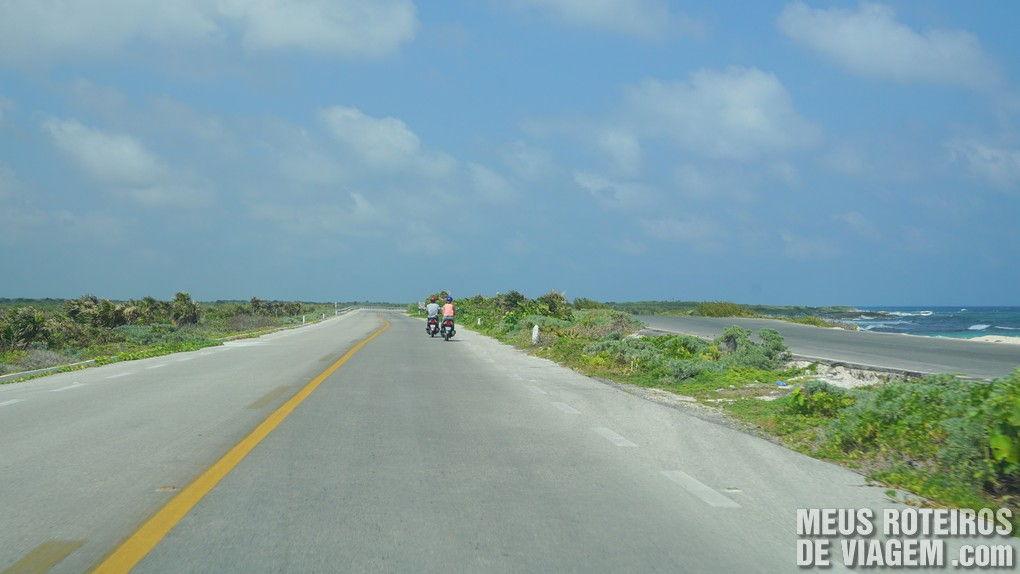 Estrada na costa leste da ilha - Cozumel, México