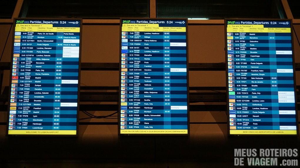 Tela de voos no Aeroporto de Lisboa - Portugal