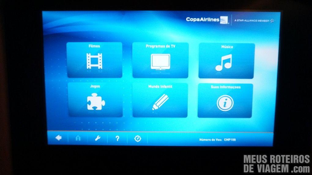 Tela do sistema de entretenimento individual da Copa Airlines