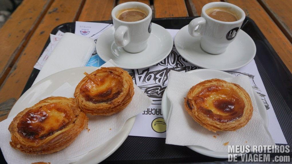Cafezinho com pastel de nata no Bananacafe - Lisboa, Portugal