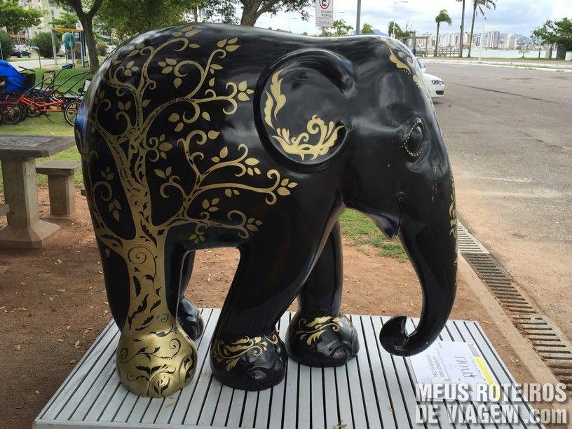 """Elefante """"Tree of Wisdom and Longevity"""", por Sandra Betinassu e Thassanee Wanieck"""