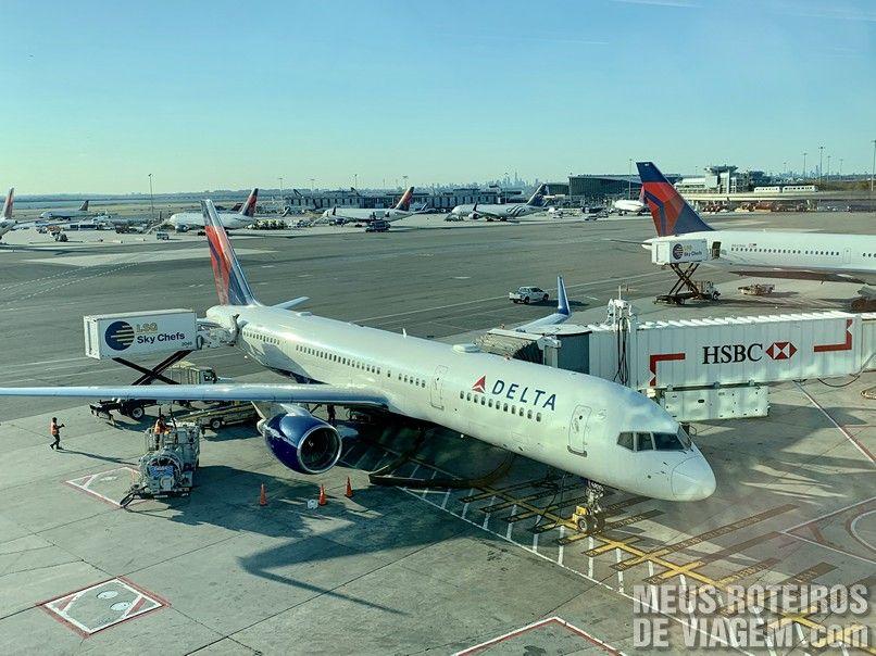 Avião da Delta Airlines no Aeroporto JFK