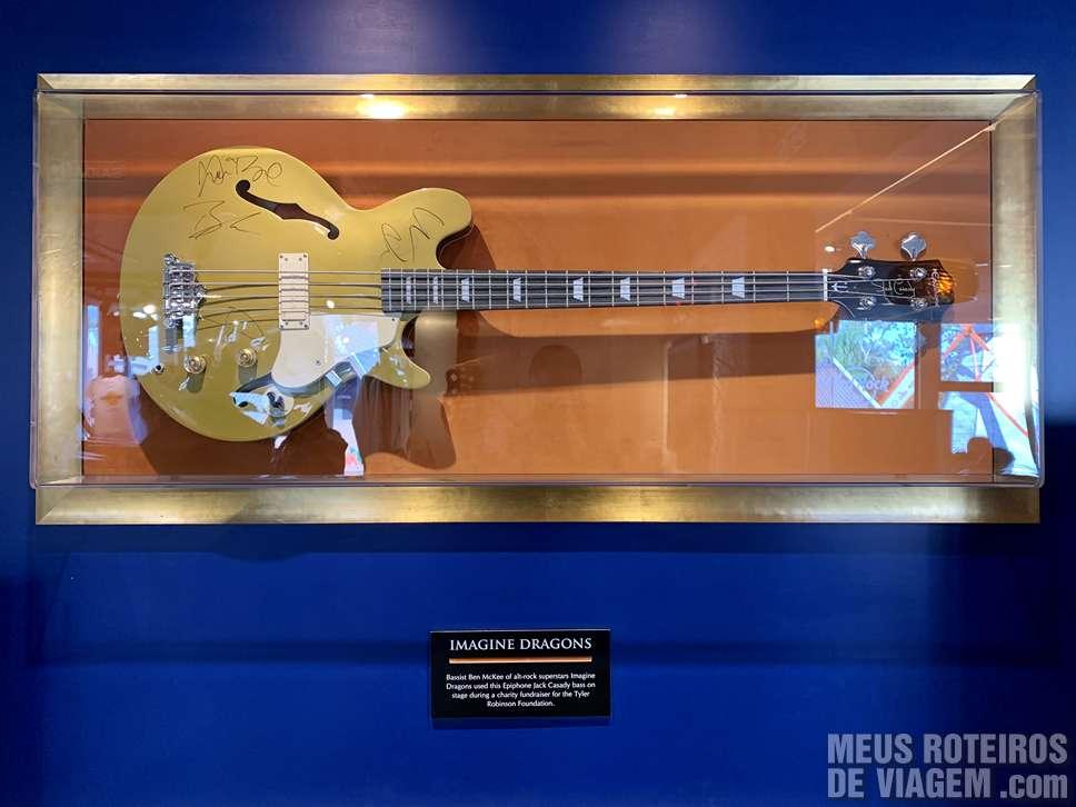 Guitarra do Imagine Dragons no Hard Rock Café Gramado