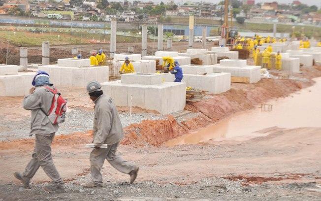 400 homens estão trabalhando no atual estágio das obras