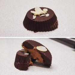 Chocolate relleno de crema de cacahuetes