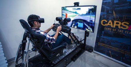 Actualmente se realizan pruebas en proyectos de videojuegos de carreras con el Oculus Rift, para mejorar la experiencia en ambientes inmersivos.