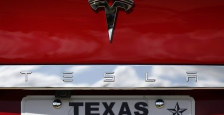Tesla hace tercer intento de abrir sala de exposición de SA