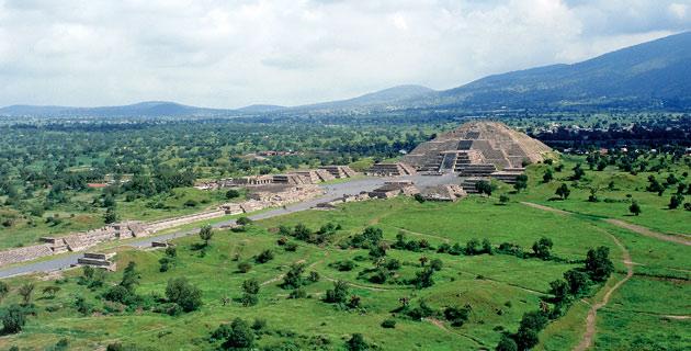 Vista panorámica de la zona arqueológica de Teotihuacán.