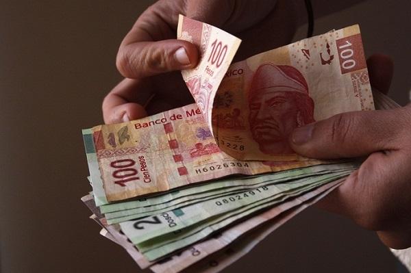 Banxico puso en circulación tablilla para que invidentes identifiquen billetes