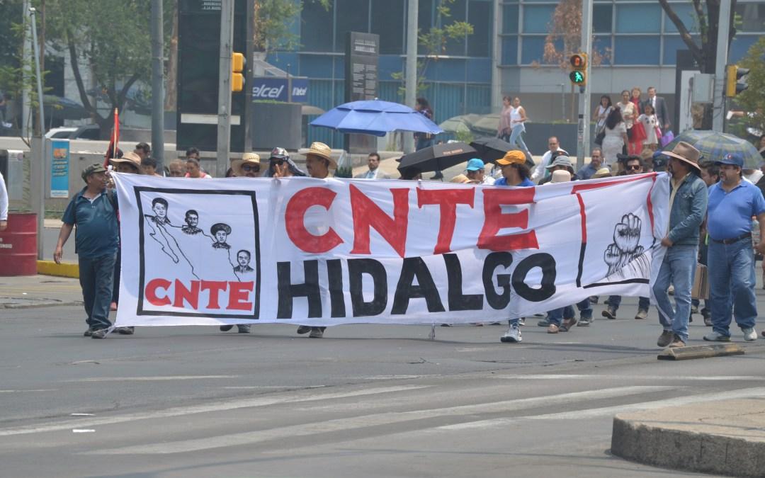 Marchan  maestros hacia Zócalo capitalino