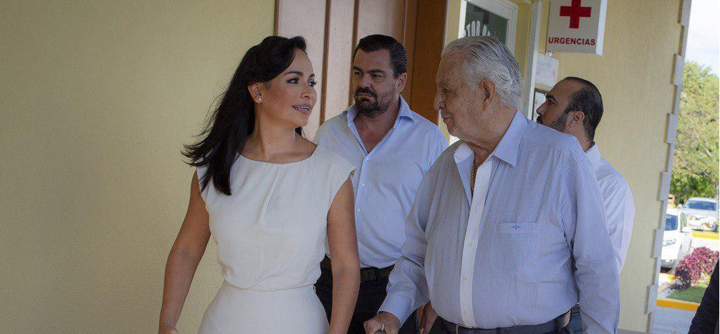Recibe certificado de  excelencia hoteles Cid Resorts en Puerto Morelos