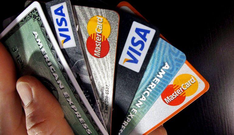 Prohibir cobro de comisiones en compras con tarjetas de crédito o débito: Senado