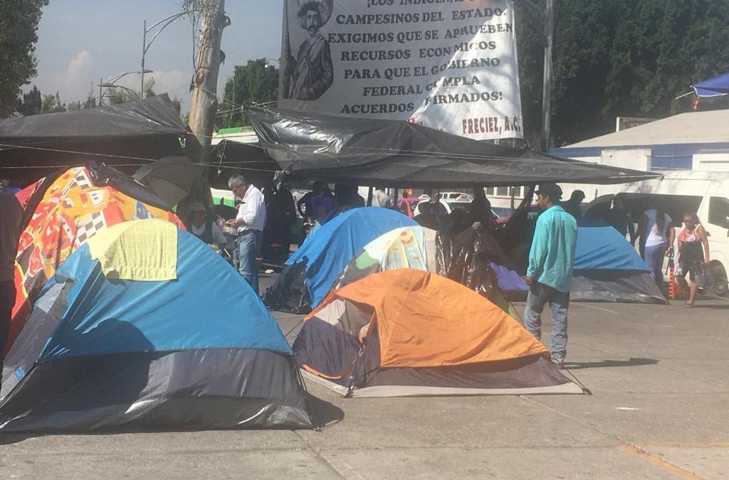 Campesinos de Campeche se manifiestan fuera de Cámara de Diputados