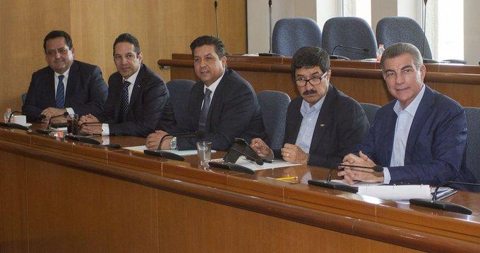 Presentan gobernadores panistas propuesta alterna a Insabi